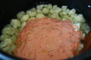 Заливаем соус к цветной капусте