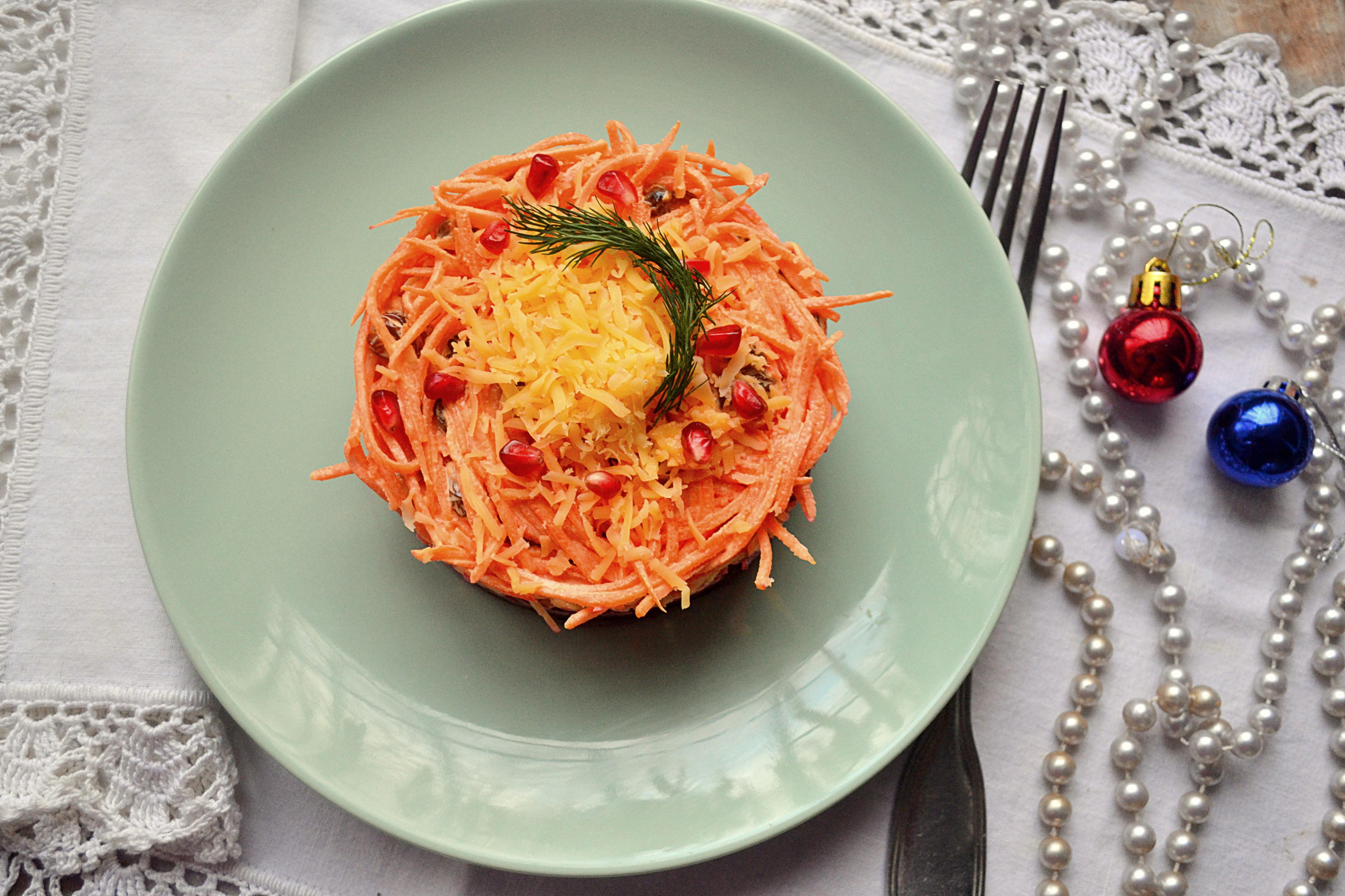 морковь, свекла, чеснок, изюм: слоеный салат